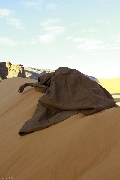 inkulte-sarah-tlili-homme-a-la-dune